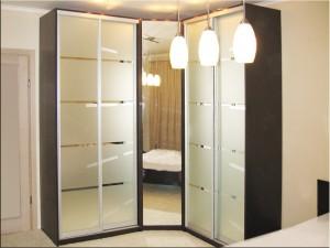 Удобный угловой шкаф